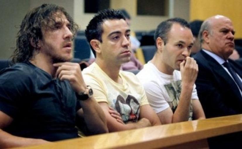 Joueurs du Barça interrogés par la justice espagnole au sujet de fraudes fiscales, 30 octobre 2014. https://www.diariogol.com/hemeroteca/barcelona-stars-xavi-iniesta-puyol-and-pique-targeted-by-spanish-exchequer_445415_102.html